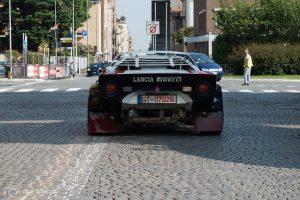 »Ready for Race!« Der Donnerkeil rollt nach der Abnahme mit dem typisch brabbelnden Geräusch des Ferrari-6-Zylinder-Motor im Standgas durch die Straßen Biellas.